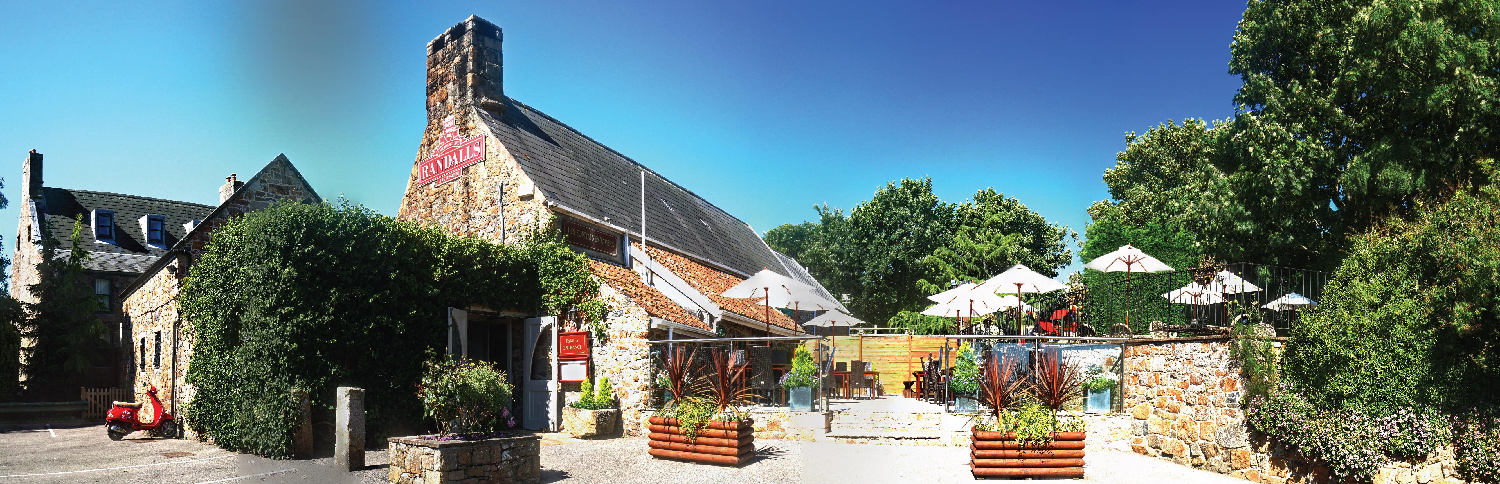 Randalls Les Fontaines Pub and Restaurant